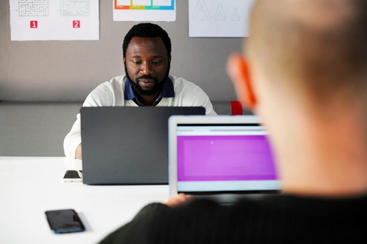 Payroll Report: Analyzing Employee Hours - TimeCom